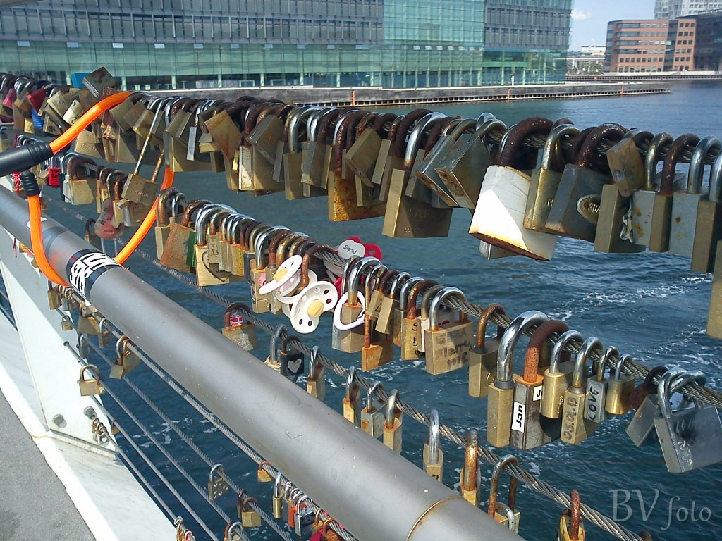 Bryggebroen, Love-locks
